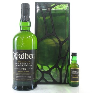 Ardbeg 10 Year Old Gift Pack / Including Uigedail Miniature 5cl